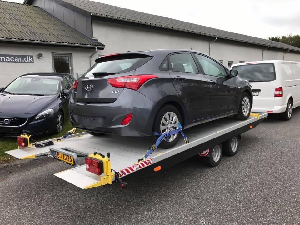 Hyundai I30 på autotrailer