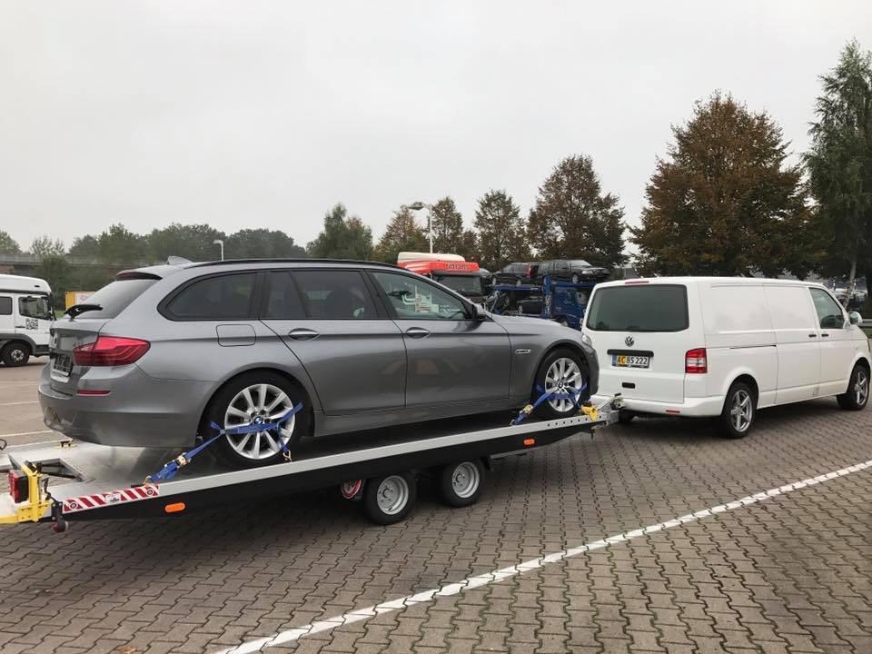 BMW 5 serie på slæb